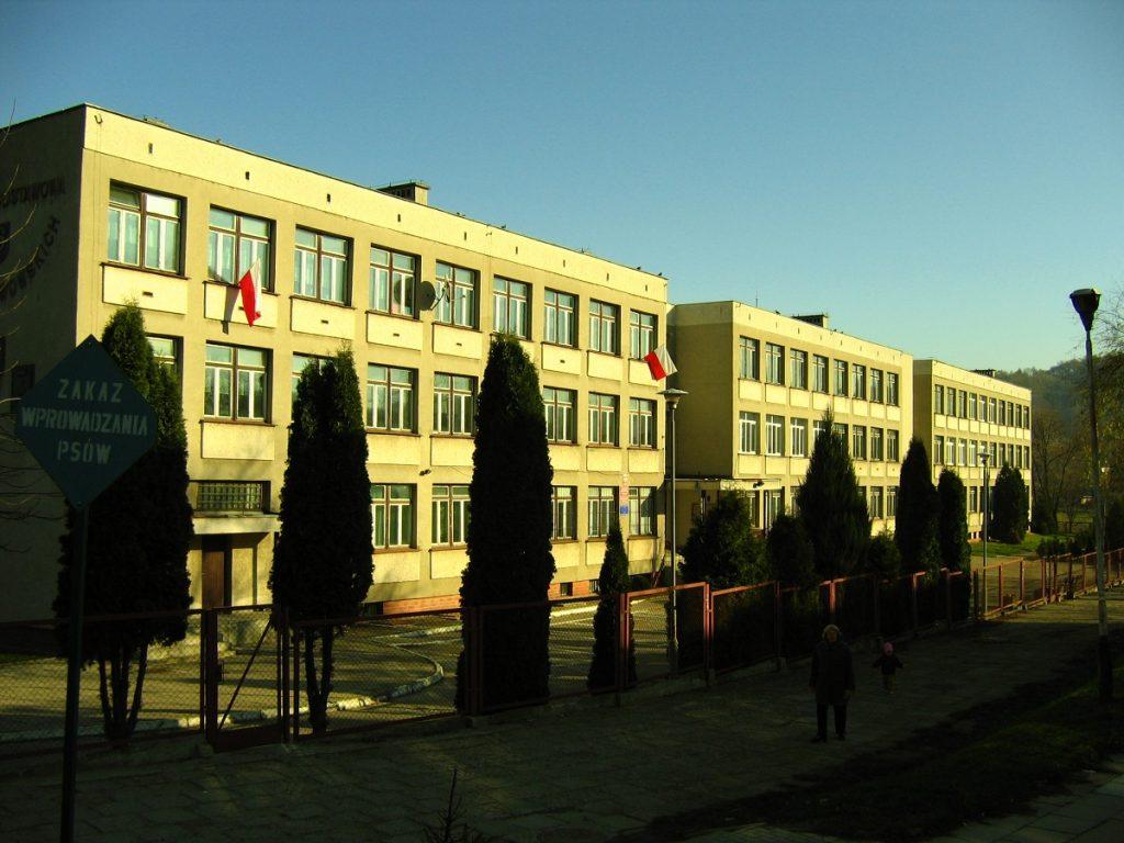 szkoła z przodu