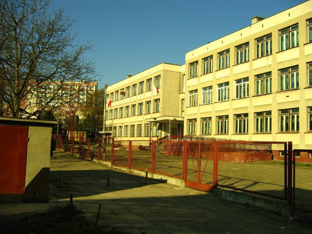szkoła z bolu
